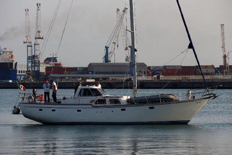 https://www.ragusanews.com//immagini_articoli/19-03-2019/barca-scafisti-casa-tooti-500.jpg
