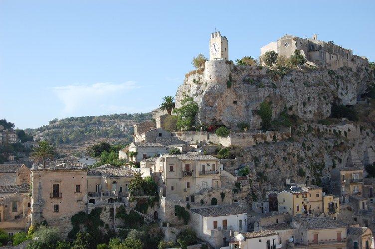 https://www.ragusanews.com//immagini_articoli/19-03-2019/castello-modica-500.jpg