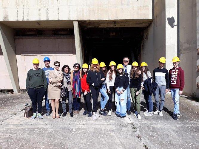 https://www.ragusanews.com//immagini_articoli/19-03-2019/giovani-giornalisti-liceo-classico-carducci-base-nato-500.jpg