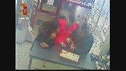 https://www.ragusanews.com//immagini_articoli/19-03-2019/rapina-gioielleria-ragusa-arresti-100.jpg