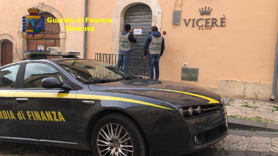 https://www.ragusanews.com//immagini_articoli/19-03-2020/sigilli-al-bar-boss-di-noto-chiusi-i-vicere-500.jpg