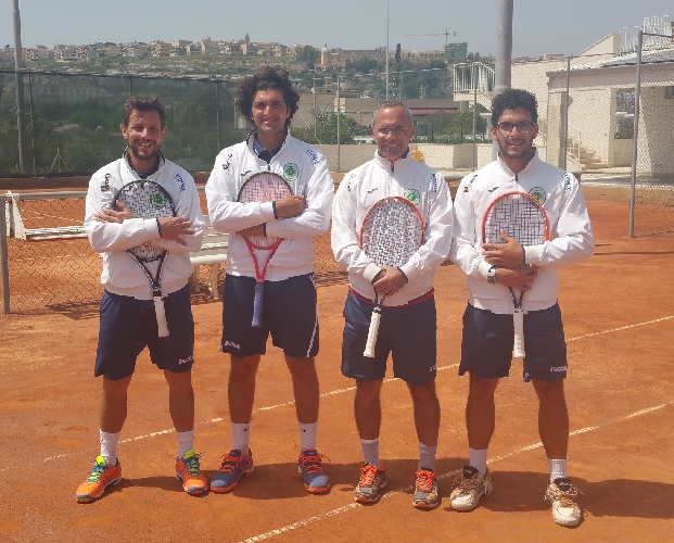 http://www.ragusanews.com//immagini_articoli/19-04-2015/prima-vittoria-casalinga-per-il-tennis-club-ispica-500.jpg