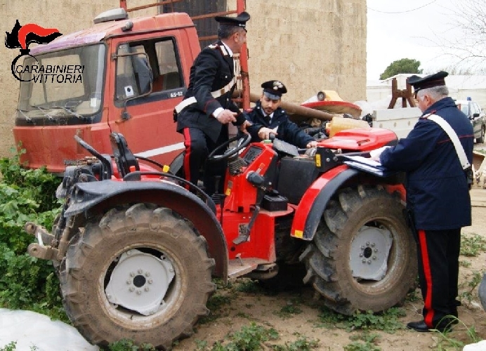 http://www.ragusanews.com//immagini_articoli/19-04-2016/i-ladri-di-trattori-denunciati-due-albanesi-500.jpg