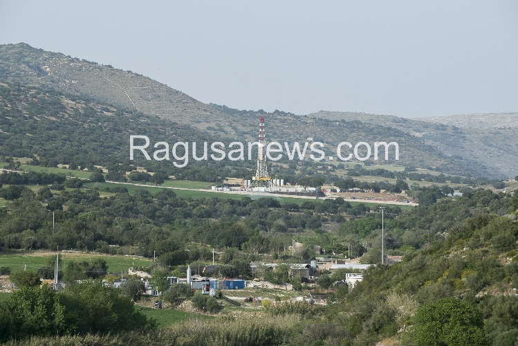 http://www.ragusanews.com//immagini_articoli/19-04-2016/la-sacca-petrolifera-di-ragusa-e-non-solo-500.jpg