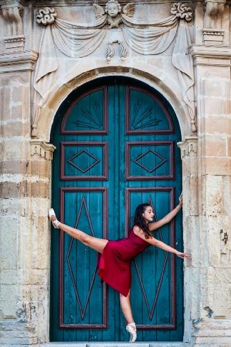 http://www.ragusanews.com//immagini_articoli/19-04-2017/festival-danza-ragusa-500.jpg