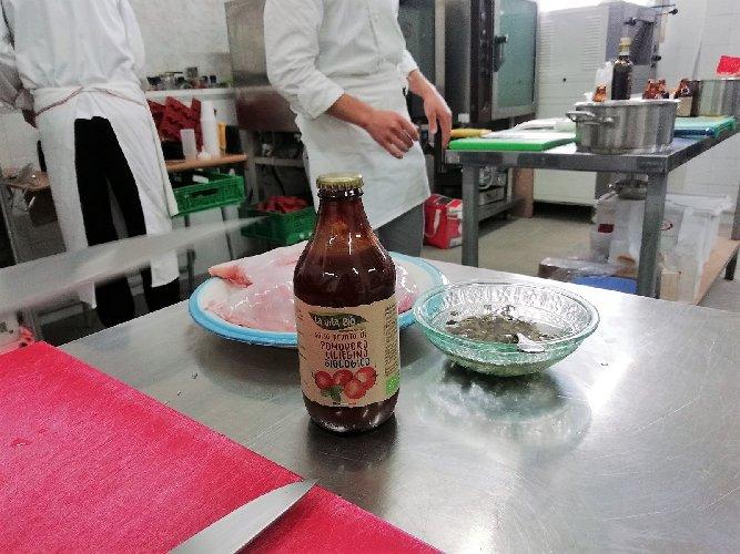https://www.ragusanews.com//immagini_articoli/19-04-2018/1524155463-splash-giuseppe-aristia-vince-concorso-gastronomico-primi-foto-10-500.jpg