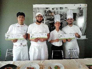https://www.ragusanews.com//immagini_articoli/19-04-2018/1524155463-splash-giuseppe-aristia-vince-concorso-gastronomico-primi-foto-11-240.jpg
