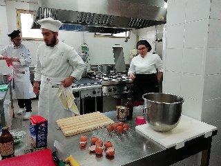 https://www.ragusanews.com//immagini_articoli/19-04-2018/1524155463-splash-giuseppe-aristia-vince-concorso-gastronomico-primi-foto-5-240.jpg
