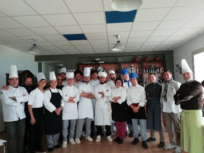 https://www.ragusanews.com//immagini_articoli/19-04-2018/1524155463-splash-giuseppe-aristia-vince-concorso-gastronomico-primi-foto-9-500.jpg