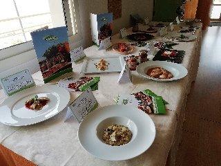 https://www.ragusanews.com//immagini_articoli/19-04-2018/1524155464-splash-giuseppe-aristia-vince-concorso-gastronomico-primi-foto-14-240.jpg