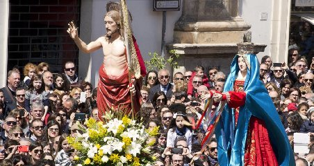 https://www.ragusanews.com//immagini_articoli/19-04-2019/madonna-vasa-vasa-ci-sara-il-bus-navetta-240.jpg