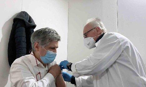 https://www.ragusanews.com//immagini_articoli/19-04-2021/vaccini-il-romano-agli-open-siciliani-5-dubbi-sulla-bonta-dell-operazione-280.jpg