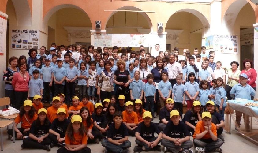 https://www.ragusanews.com//immagini_articoli/19-05-2012/scuola-gemellaggio-tra-pozzallo-e-piazza-armerina-500.jpg