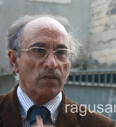 http://www.ragusanews.com//immagini_articoli/19-05-2014/paolo-nifosi-prima-lezione-sul-rinascimento-negli-iblei-500.jpg