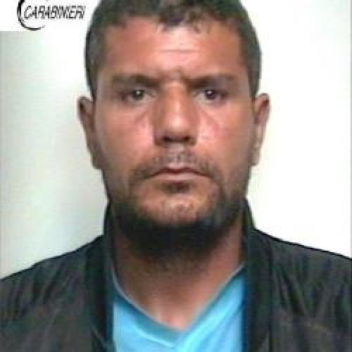 https://www.ragusanews.com//immagini_articoli/19-05-2015/droga-arrestato-tunisino-500.jpg