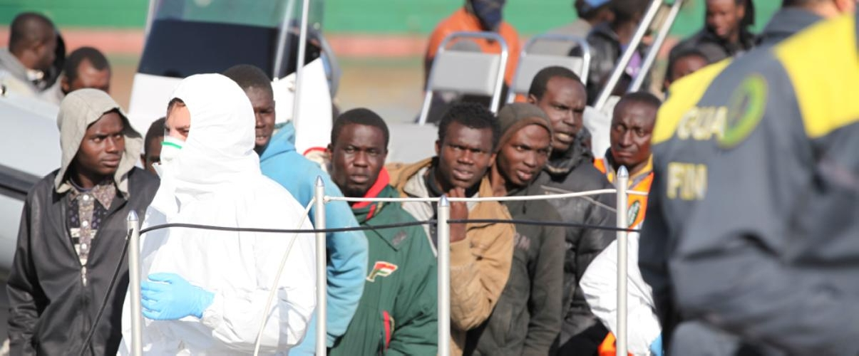 https://www.ragusanews.com//immagini_articoli/19-05-2017/migranti-sbarcati-pozzallo-hanno-scabbia-500.jpg