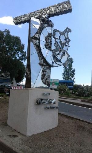 https://www.ragusanews.com//immagini_articoli/19-05-2017/molior-statua-accoglienza-500.jpg
