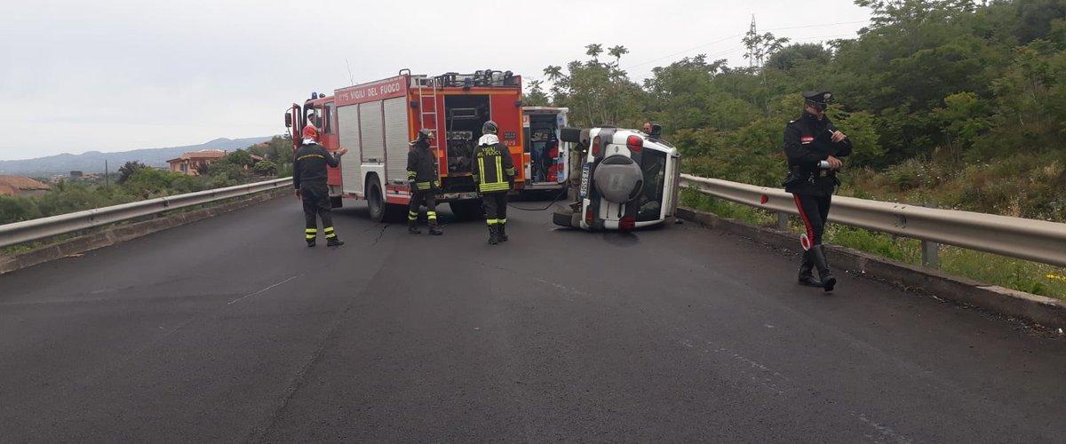 https://www.ragusanews.com//immagini_articoli/19-05-2019/incidente-bronte-catania-ferito-un-donnalucatese-500.jpg