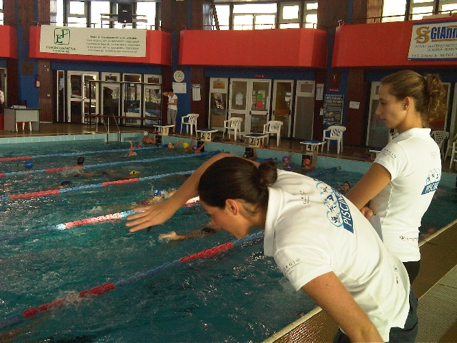 http://www.ragusanews.com//immagini_articoli/19-06-2014/questa-estate-il-mare-sale-a-modica-in-piscina-500.jpg