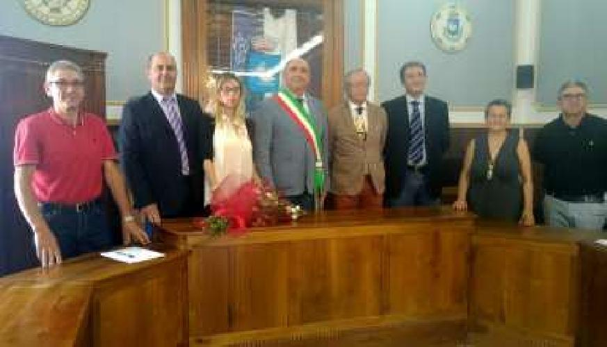http://www.ragusanews.com//immagini_articoli/19-06-2017/santa-croce-insediata-giunta-barone-500.jpg