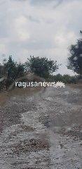 https://www.ragusanews.com//immagini_articoli/19-06-2018/chiaramonte-fiume-fango-contrada-petraro-video-240.jpg