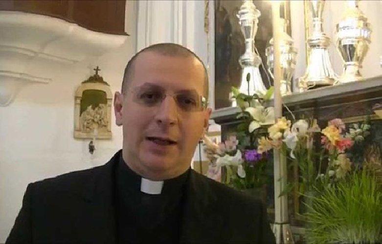 https://www.ragusanews.com//immagini_articoli/19-06-2018/monsignor-lorefice-banna-minutella-setta-500.jpg