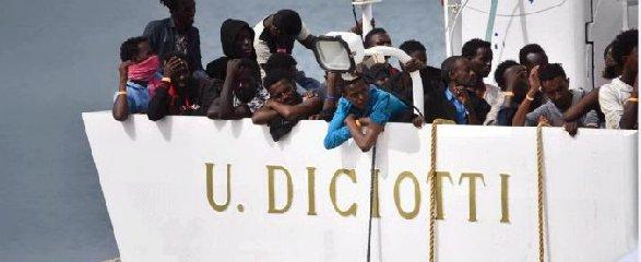 https://www.ragusanews.com//immagini_articoli/19-06-2018/nave-carica-migranti-diretta-pozzallo-bordo-anche-cadavere-240.jpg