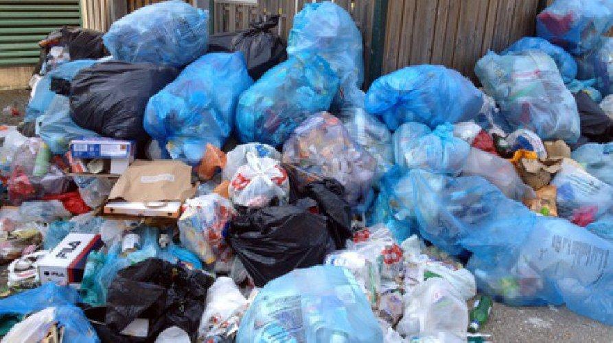 https://www.ragusanews.com//immagini_articoli/19-06-2018/rifiuti-multati-ragusa-settimane-500.jpg
