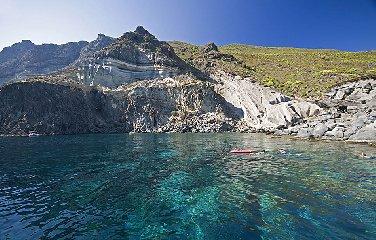 https://www.ragusanews.com//immagini_articoli/19-06-2018/tour-pantelleria-240.jpg