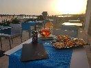 https://www.ragusanews.com//immagini_articoli/19-06-2019/apre-zafran-bar-happy-hour-al-tramonto-100.jpg