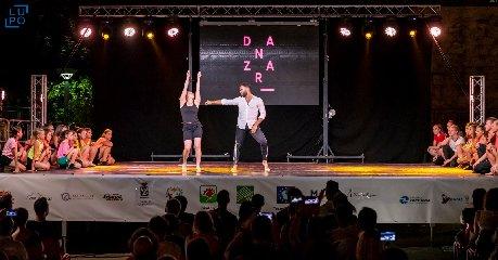 https://www.ragusanews.com//immagini_articoli/19-06-2019/ragusa-danzart-festival-va-in-porto-240.jpg