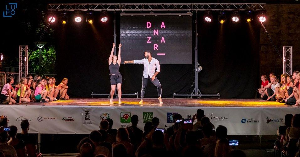 https://www.ragusanews.com//immagini_articoli/19-06-2019/ragusa-danzart-festival-va-in-porto-500.jpg