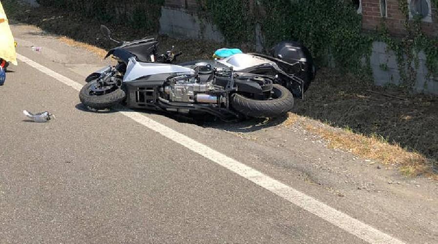 https://www.ragusanews.com//immagini_articoli/19-06-2020/auto-pirata-investe-architetto-in-scooter-a-scoglitti-500.jpg