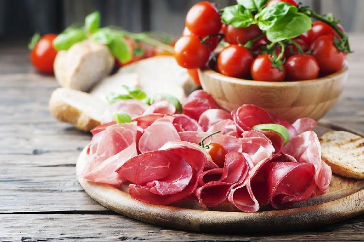 https://www.ragusanews.com//immagini_articoli/19-06-2020/dimagrire-di-una-taglia-con-la-dieta-della-bresaola-500.jpg
