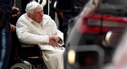https://www.ragusanews.com//immagini_articoli/19-06-2020/papa-benedetto-va-a-trovare-il-fratello-morente-in-germania-240.jpg