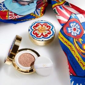 https://www.ragusanews.com//immagini_articoli/19-06-2021/dolce-gabbana-la-polvere-abbronzante-ispirata-alle-ceramiche-280.jpg