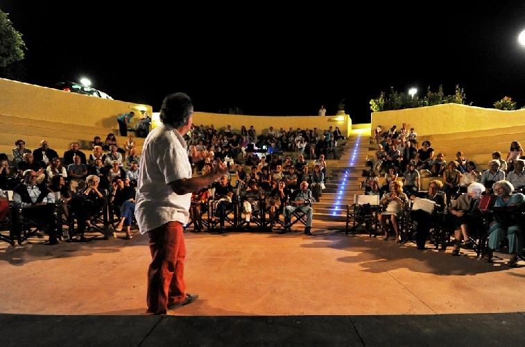 http://www.ragusanews.com//immagini_articoli/19-07-2014/piace-il-teatro-al-marsa-sicla-500.jpg