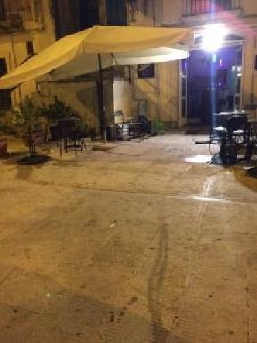https://www.ragusanews.com//immagini_articoli/19-07-2015/rissa-tra-rumeni-e-tunisini-distrugge-bar-a-modica-500.jpg