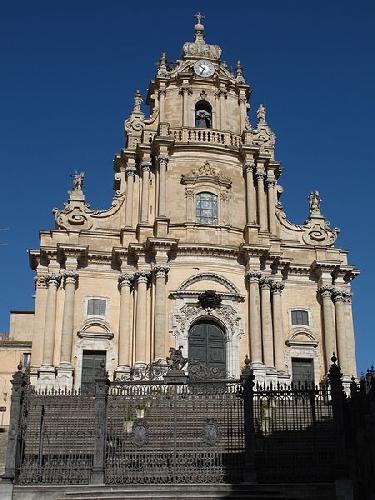 http://www.ragusanews.com//immagini_articoli/19-07-2016/a-ragusa-chiese-chiuse-per-i-turisti-500.jpg