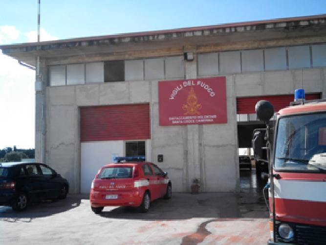 http://www.ragusanews.com//immagini_articoli/19-07-2017/chiusura-caserma-pompieri-santa-croce-minardo-pessimo-segnale-500.jpg