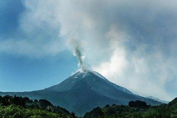 https://www.ragusanews.com//immagini_articoli/19-07-2018/sciame-sismico-etna-registrate-oltre-scosse-240.jpg