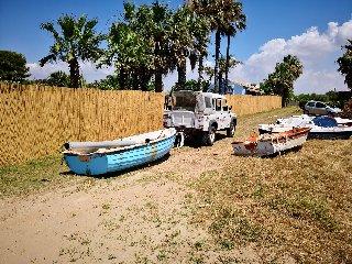 https://www.ragusanews.com//immagini_articoli/19-07-2019/a-porto-ulisse-uno-stabilimento-balneare-abusivo-240.jpg