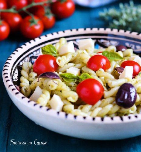 https://www.ragusanews.com//immagini_articoli/19-07-2019/insalata-di-pasta-fredda-estiva-500.jpg