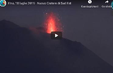 https://www.ragusanews.com//immagini_articoli/19-07-2019/l-etna-e-in-eruzione-video-240.png