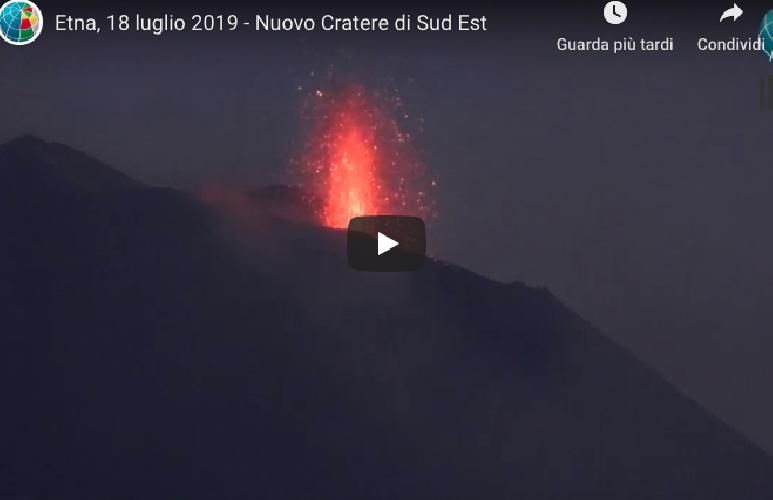 https://www.ragusanews.com//immagini_articoli/19-07-2019/l-etna-e-in-eruzione-video-500.png