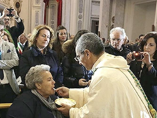 https://www.ragusanews.com//immagini_articoli/19-07-2020/e-morta-la-mamma-del-vescovo-gisana-500.jpg