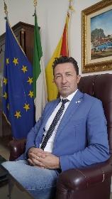 https://www.ragusanews.com//immagini_articoli/19-07-2021/1626707148-green-pass-uguale-lager-bufera-social-sul-post-del-consigliere-siciliano-1-280.jpg