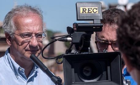 https://www.ragusanews.com//immagini_articoli/19-07-2021/cinema-veltroni-prepara-un-film-su-pio-la-torre-280.jpg