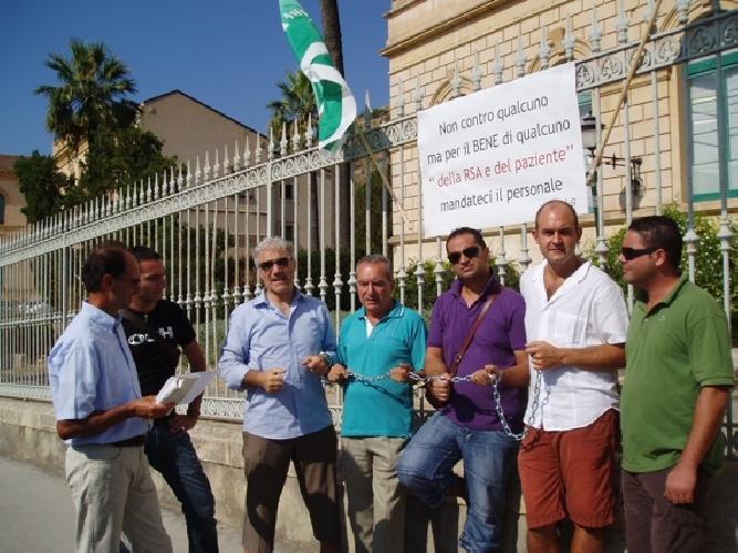 https://www.ragusanews.com//immagini_articoli/19-08-2009/protestano-ma-non-hanno-ragione-500.jpg