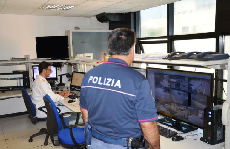 http://www.ragusanews.com//immagini_articoli/19-08-2015/tenta-il-suicidio-a-bologna-da-ragusa-la-polizia-salva-un-giovane-500.png